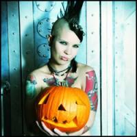 Gothic Punk (Nekkid) Pumpkin Carving