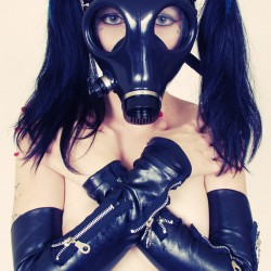 Pigtails And Gas Masks With Scar 13