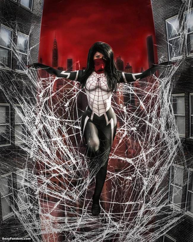 Silk cosplayer