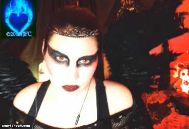 queen-of-metal-black-swan-cam-001