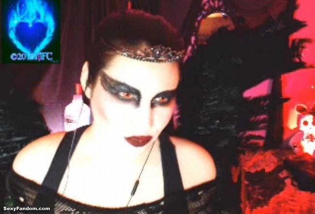 queen-of-metal-black-swan-cam-006