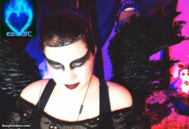 queen-of-metal-black-swan-cam-007