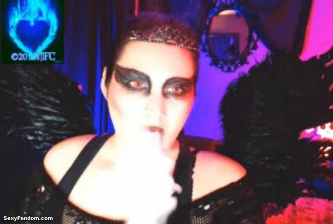 queen-of-metal-black-swan-cam-013