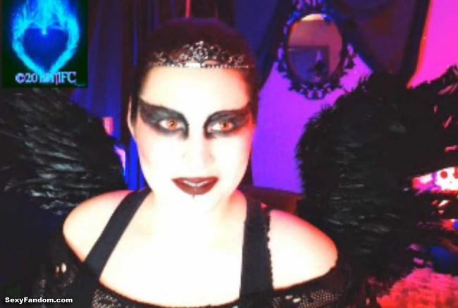 queen-of-metal-black-swan-cam-015