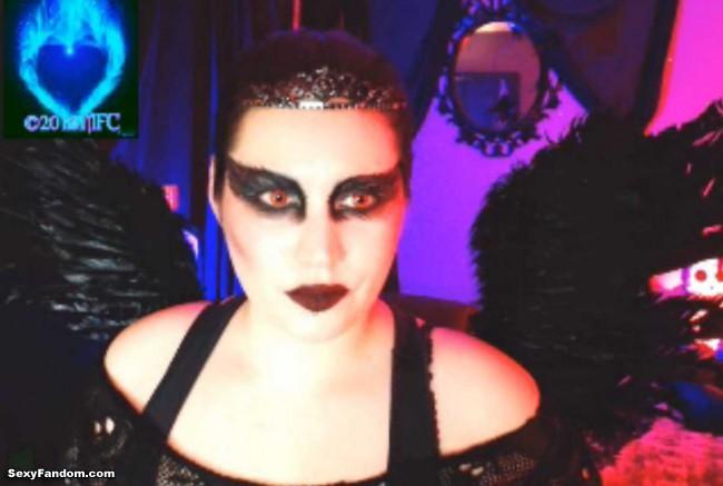 queen-of-metal-black-swan-cam-017