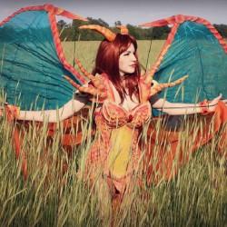 Fiercely Hot!: Avant Geek's Charizard Cosplay