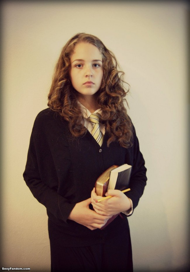 hermione_granger_cosplay__harry_potter__by_chanelnadia-d63givg