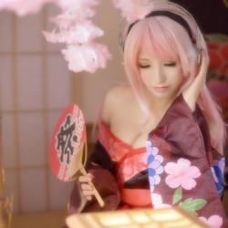 Kimono-clad Sonico