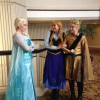 Hilarious Frozen/Game Of Thrones Elsa, Anna, and Joffrey Cosplay by jdevoll, Nina, and mjolnirismypenis