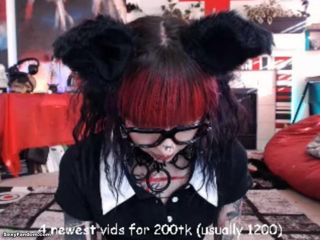 kota-morgue-schoolgirl-kitty-cat-cam-001
