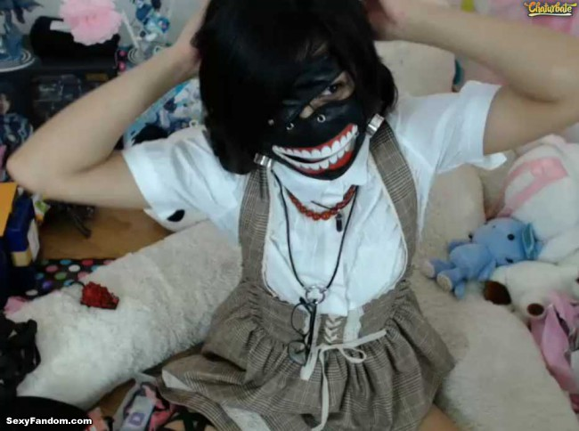 nekolukka-scary-mask-cam-001