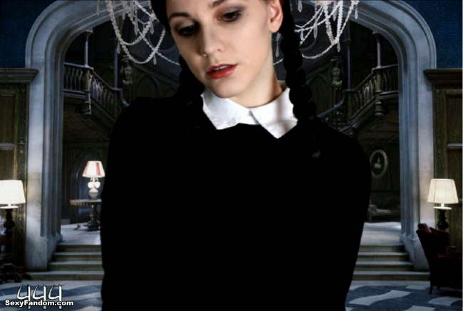 Sexy Addams by VeronicaChaos is Live