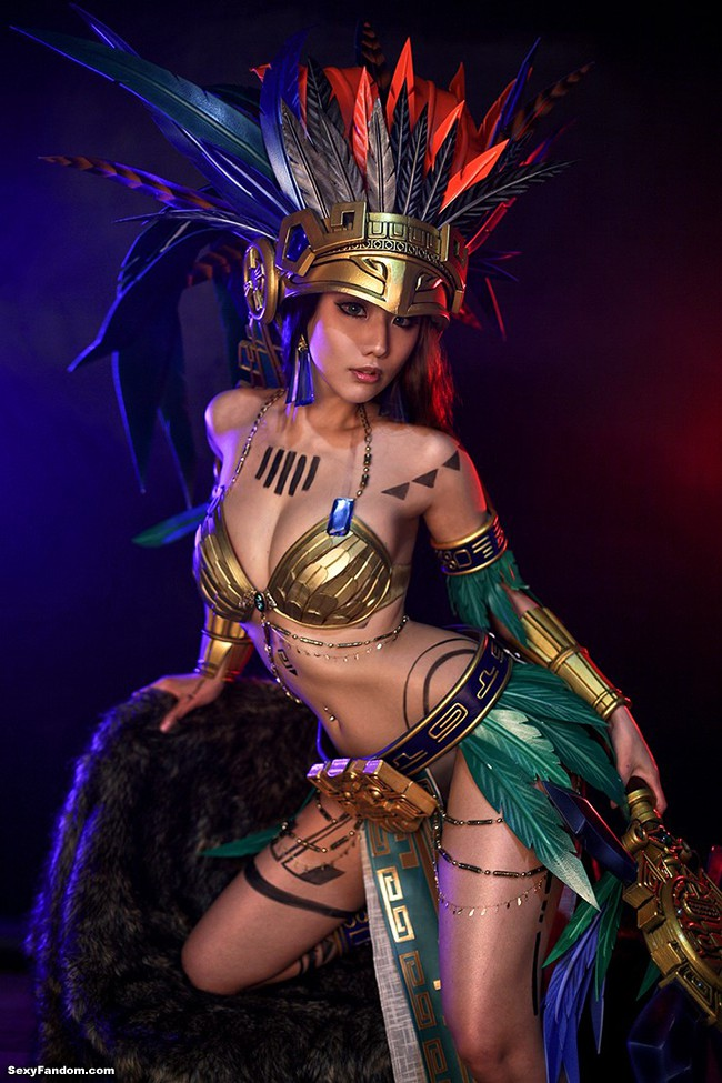 Head-Turning Civilization Online Cosplay By Tasha