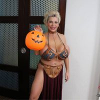 Cosplayer Claudia Marie Gives A Special Halloween Treat