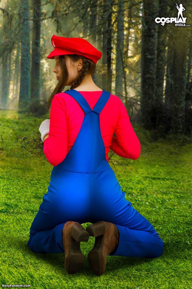 Rule 63 Confirmed: Stacy Cosplays As Super Mario