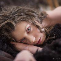 Elenka Tent Beauty in Furs