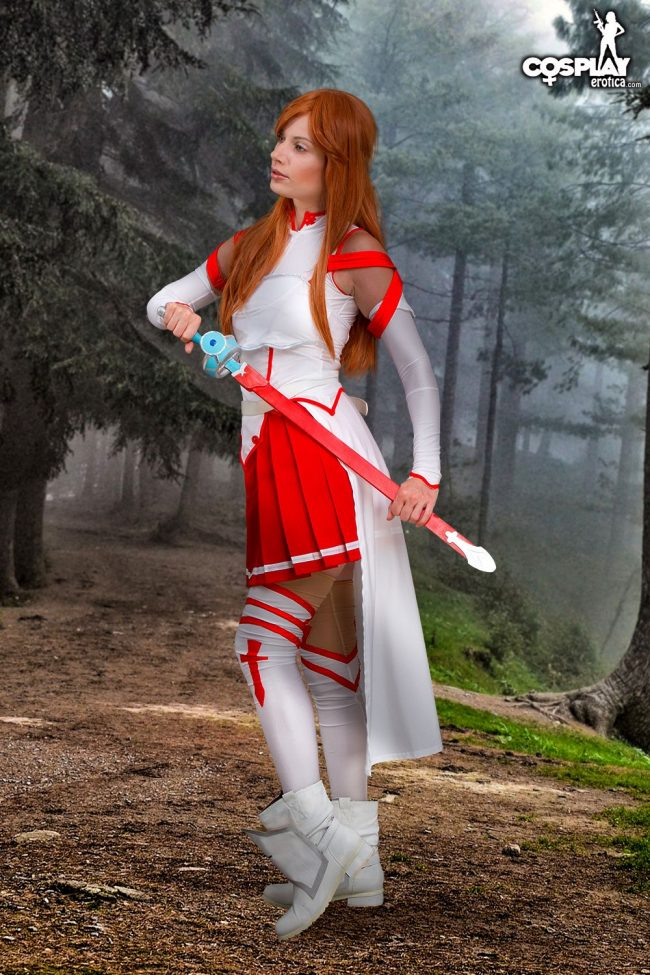 Cosplay Erotica's Marylin Charges Into Battle As Asuna