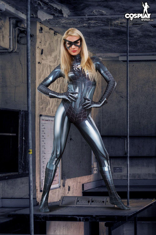 Cosplay Erotica's Zorah Dons Her Symbiote Suit As Black Cat