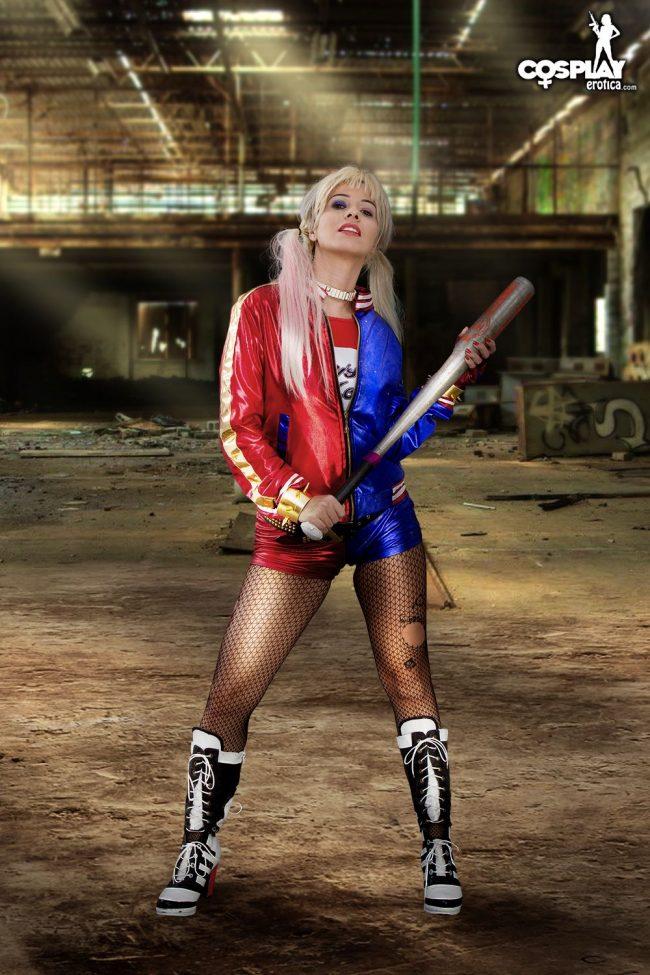 Cosplay Erotica's Vickie Brown Is The Fantabulous Harley Quinn