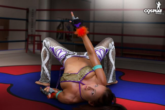 Cosplay Erotica's Nia Shows Off Her Martial Arts Skills