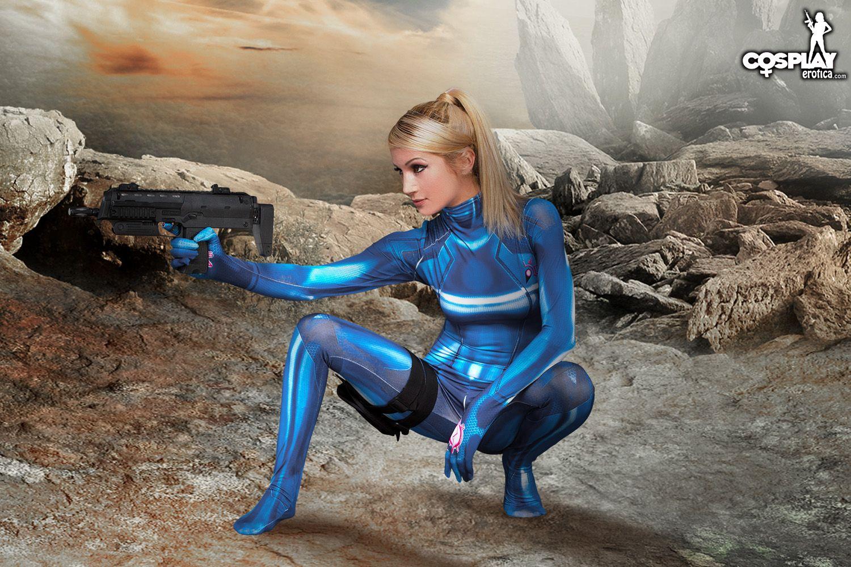 Cosplay Erotica Presents: Intergalactic Bounty Hunter Zorah