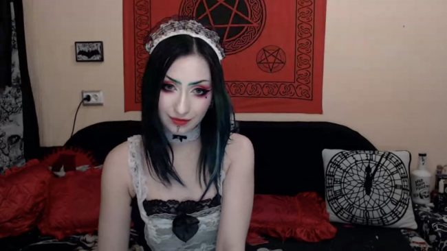 xXMiraNoireXx Is Maid To Look Cute