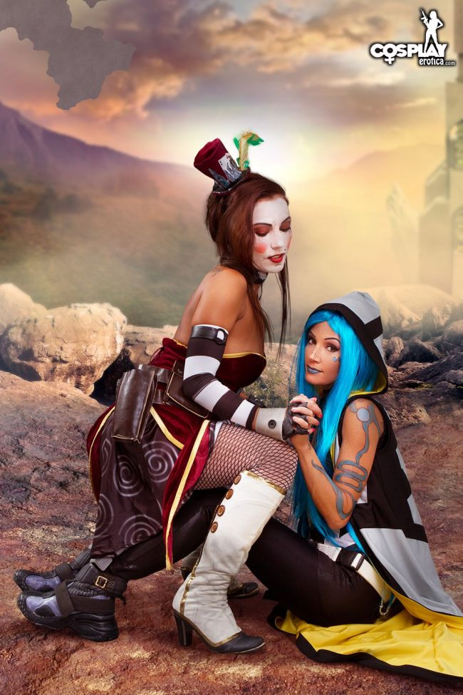 Cosplay Erotica's Zorah And Devorah Face Off As Max Moxxi And Maya