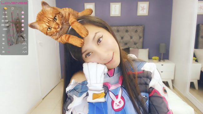 Say Hi To Anniesclub's D.Va (And Her Virtual Kitty)