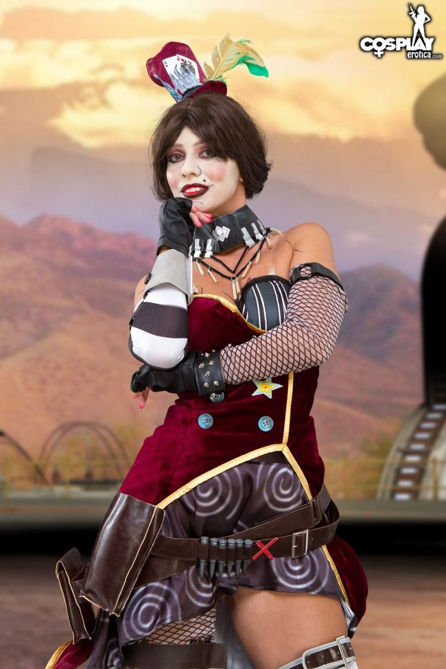 CosplayErotica: Vickie Brown As Mad Moxxi Inventory Editing