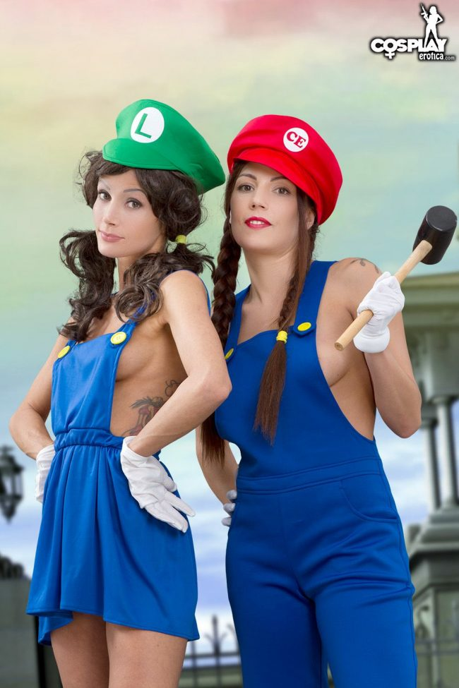 CosplayErotica: Zorah and Devorah In A Sexy Co-Op Adventure
